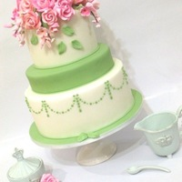 English Tea Roses Inspired by all the beautiful floral cakes I see created by our UK sisters, I came up with this design.