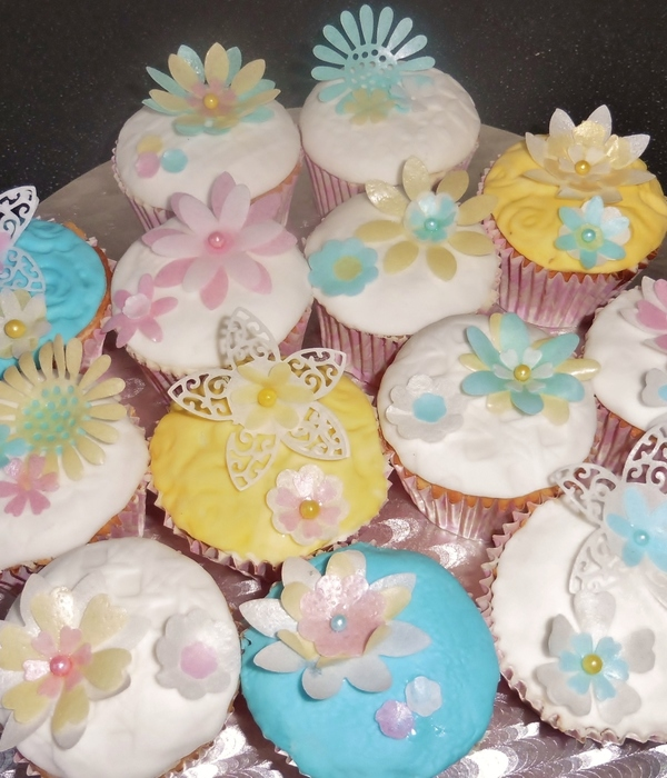 Cupcakes With Wafer Paper Flowers