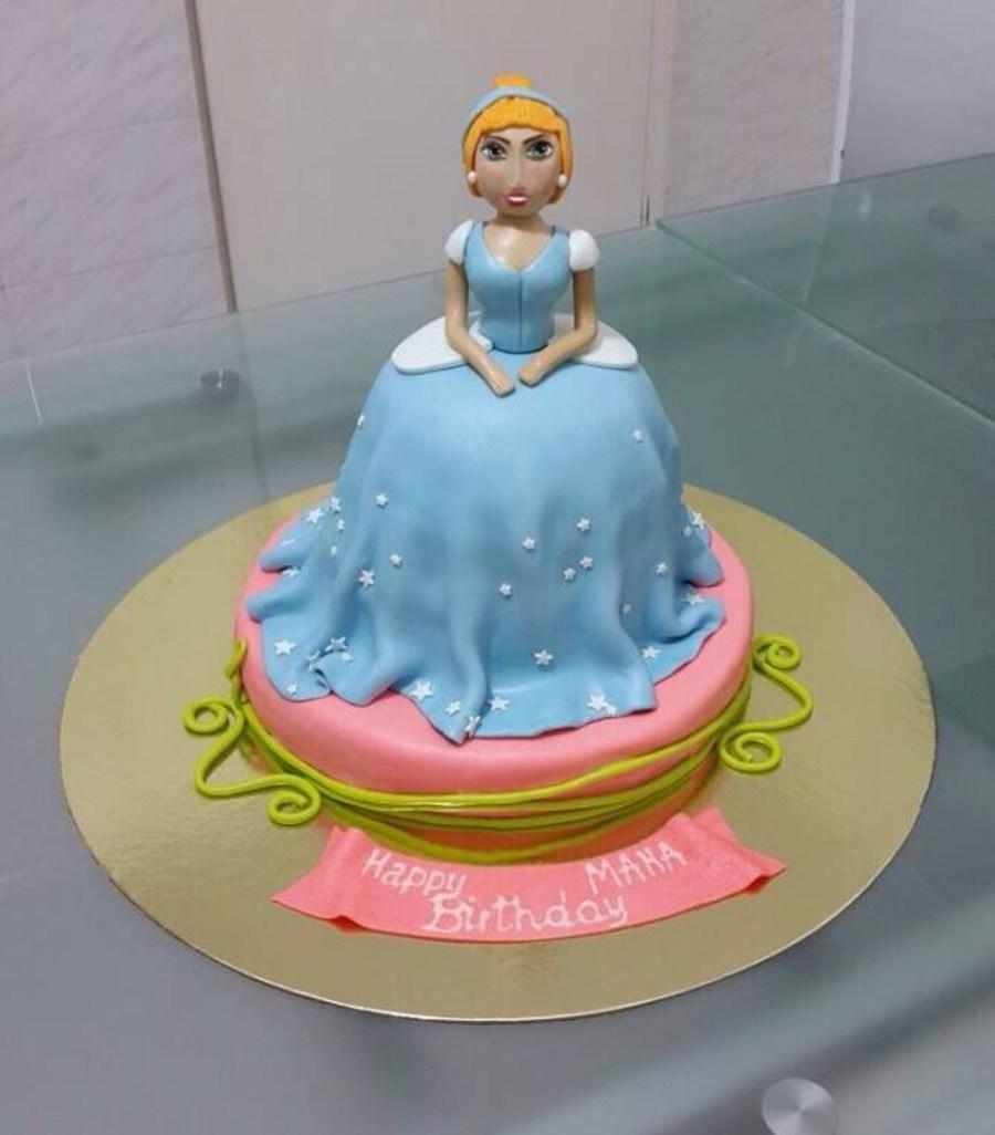 6CNQsXbX5W-cinderella-cake_900.jpg