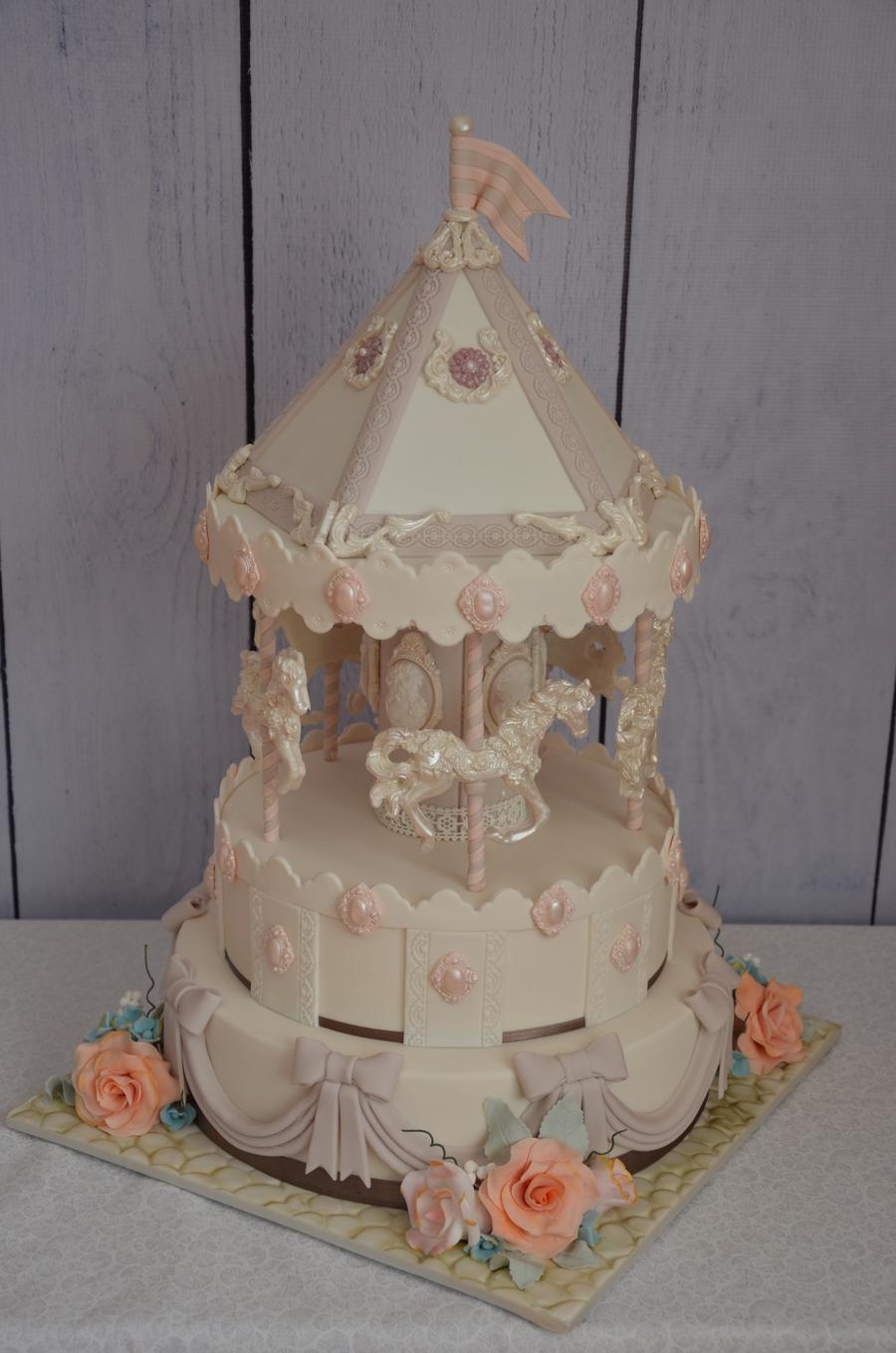 9k4NsWxkic-carousel-cake_900.jpg