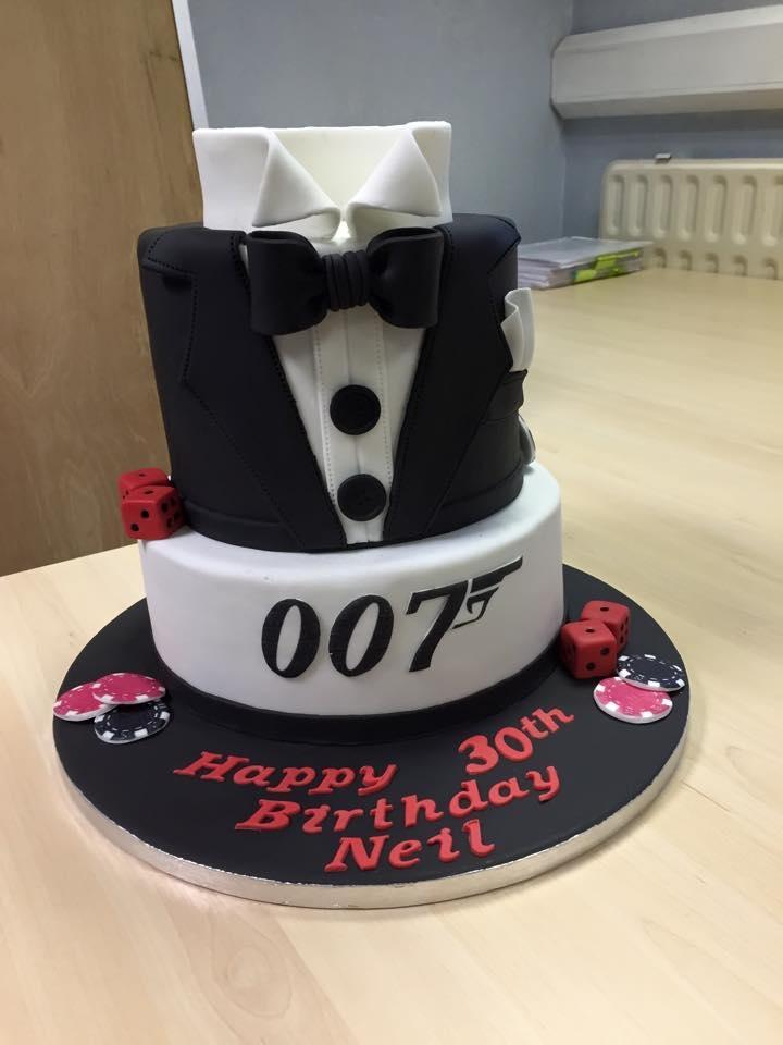 Cake Design James Bond : 007 James Bond Cake - CakeCentral.com