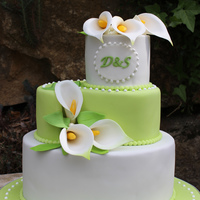Weddingcake Green White With Callas handmade flowers Fondantcake