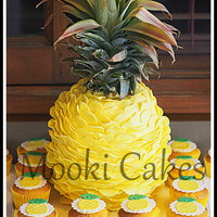 Pineapple Pinata Cake 3D pineapple piñata cake filled with pineapple flavoured m&m's. The top of the pineapple is just the top off a real...