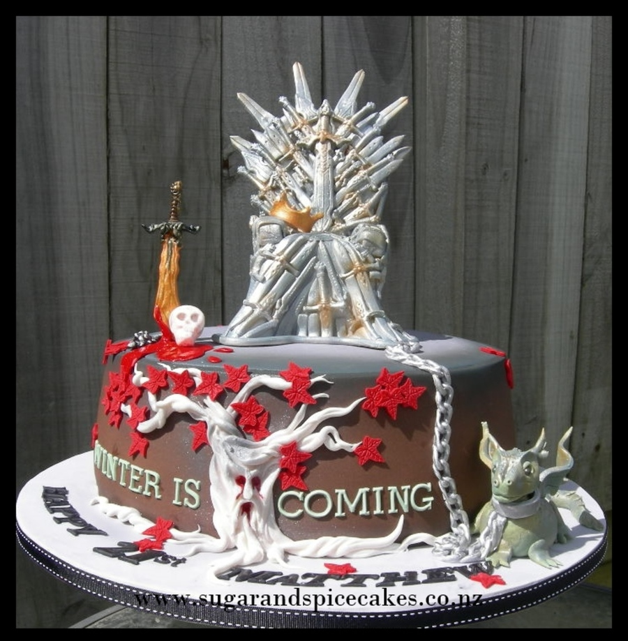 Game of thrones chair cake - Game Of Thrones Cake Featuring The Iron Throne And Dragon Www Sugarandspicecakes Co Nz