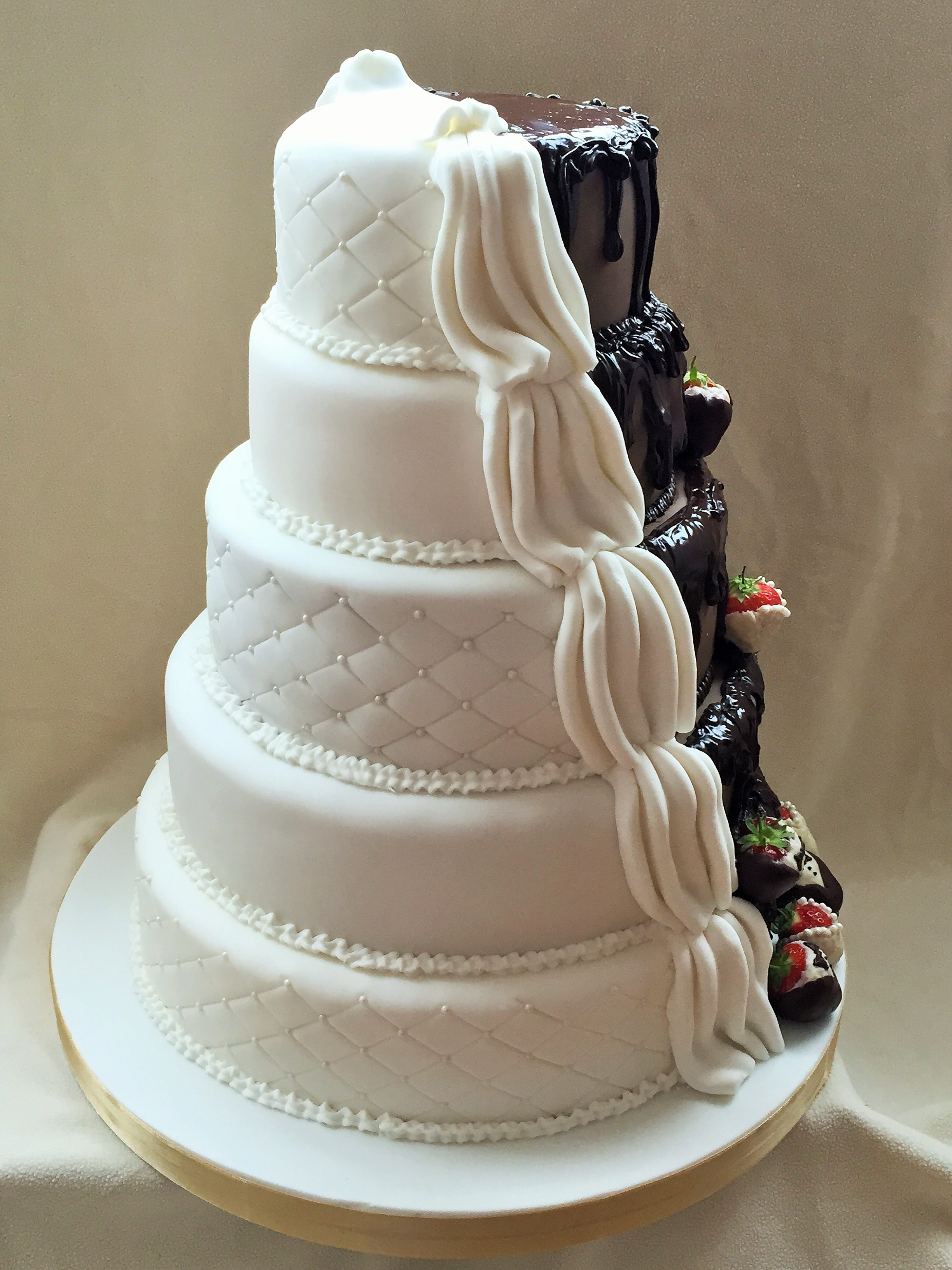 half wedding cake half grooms cake half and half wedding cake cakecentral 15054