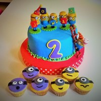 Minion´s Birthday! A vainilla cake for 30 guess !