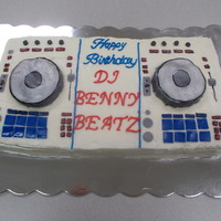 Benny Beatz DJ Turntable Cake
