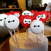 Baymax Pops These are Baymax oreo pops. Original idea from Rosanna Pansino