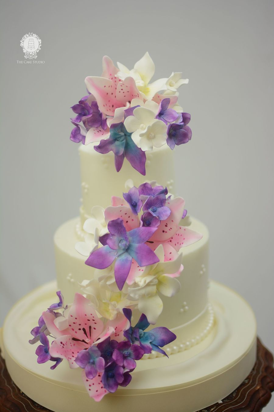 stargazer lily wedding cake wedding cake with orchids and stargazer lilies 20497