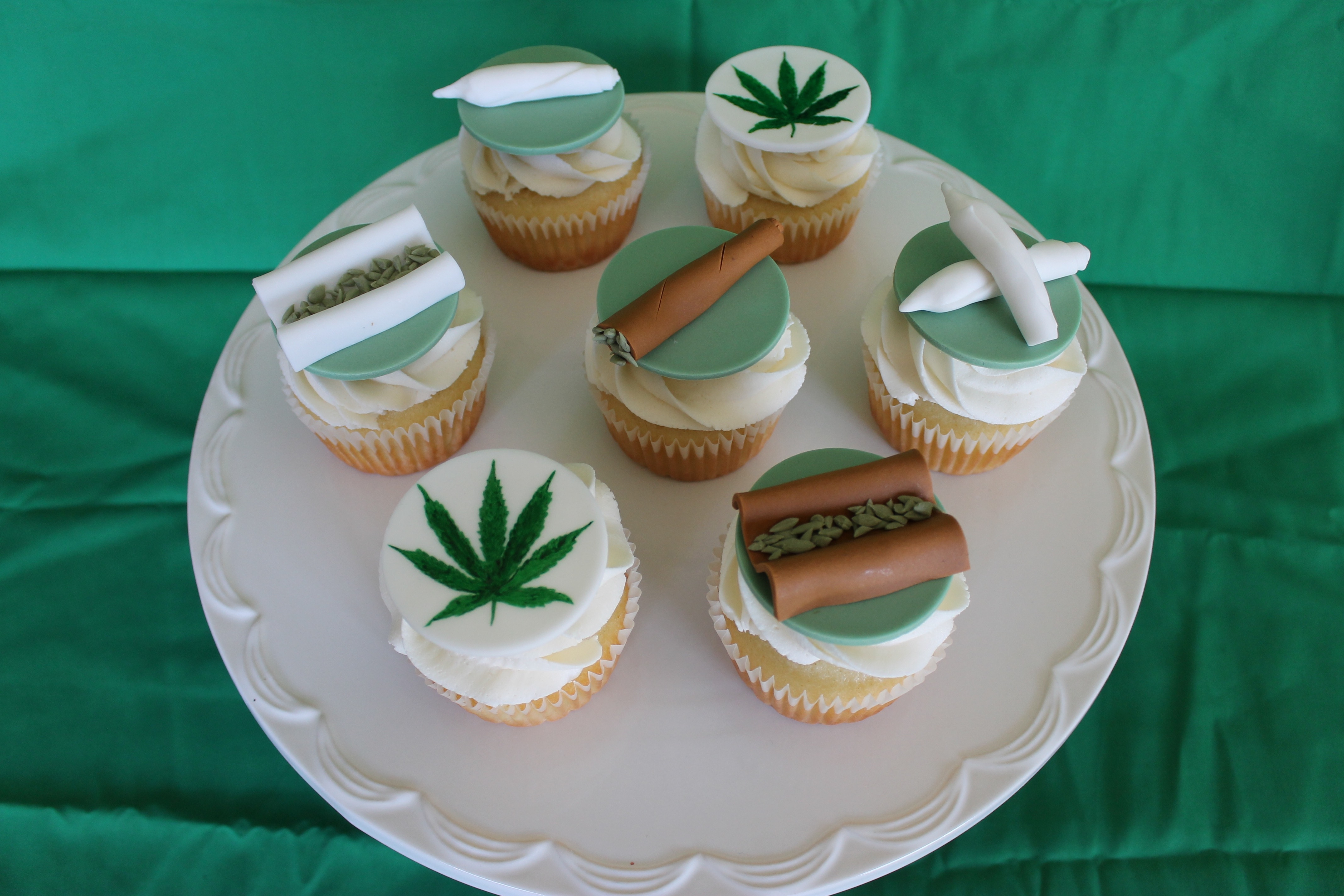 weed birthday cake cupcakes cakecentral 1240