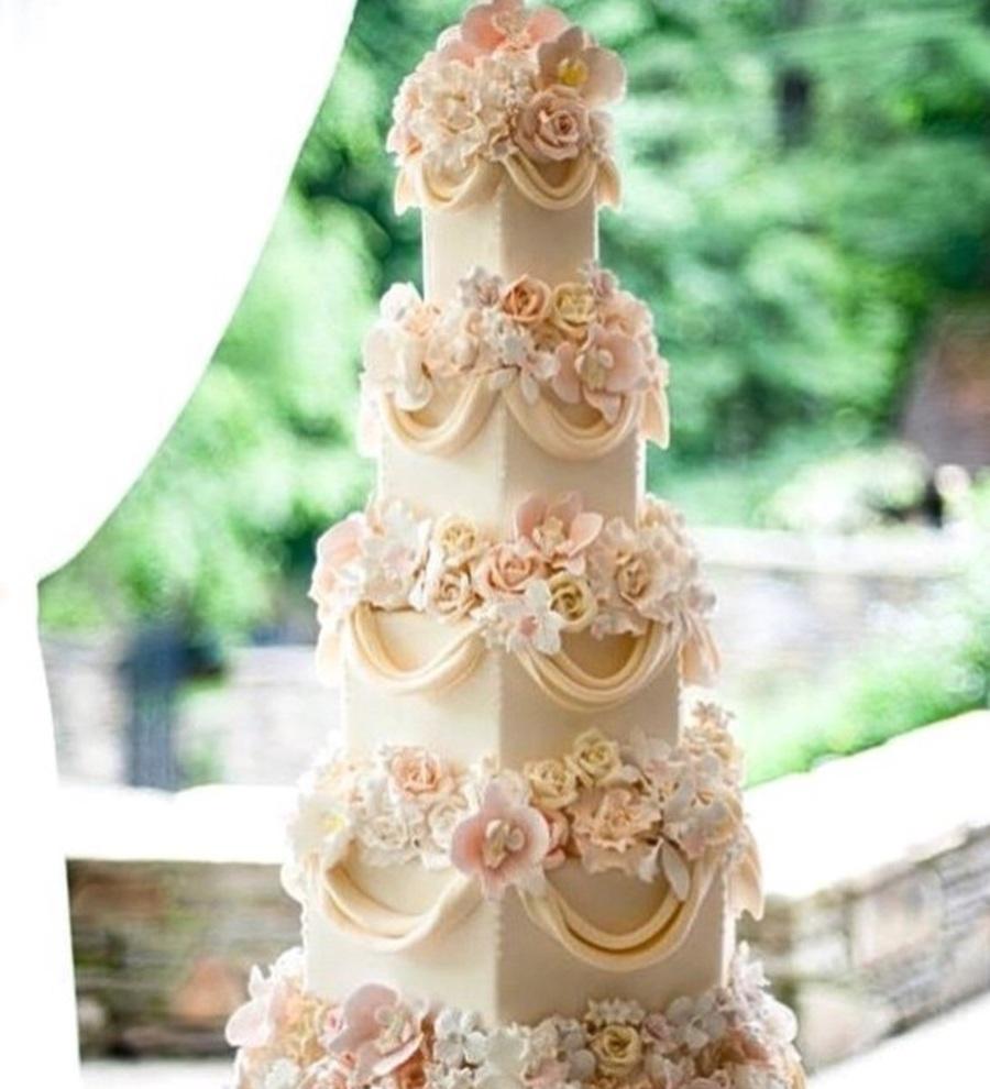 Wedding Cake Sugar Flowers: Wedding Cake With Sugar Flowers