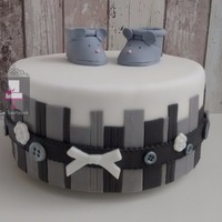 Babyshower Client has an all white/grey interior and wanted the cake to match.