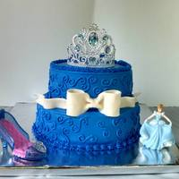 Cinderella WASC all BC with fondant bow.