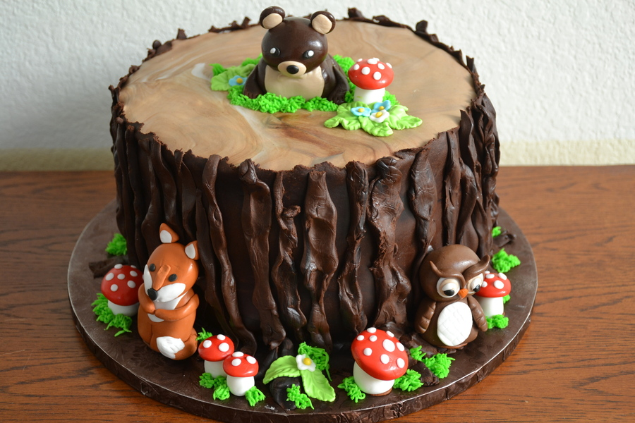 Cake Decoration Woodland Animals : Tree Stump Cake With Woodland Animals - CakeCentral.com