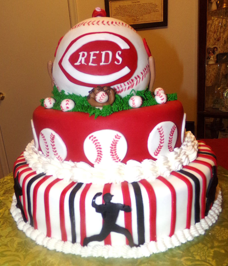 Cake Decorating Store Cincinnati : Cincinnati Reds Baseball Cake - CakeCentral.com