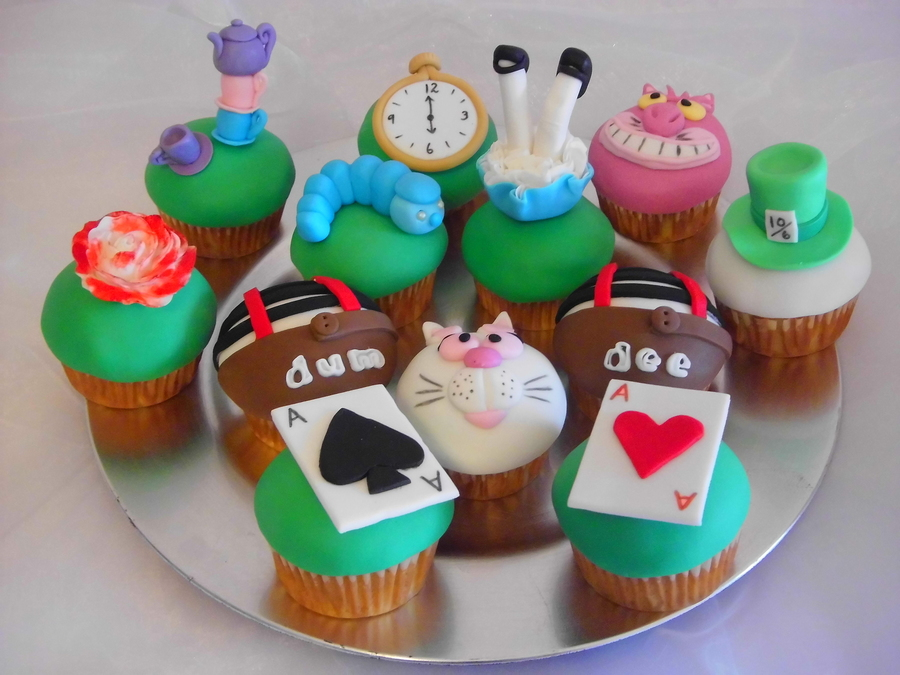 Alice In Wonderland Cupcakes on Cake Central