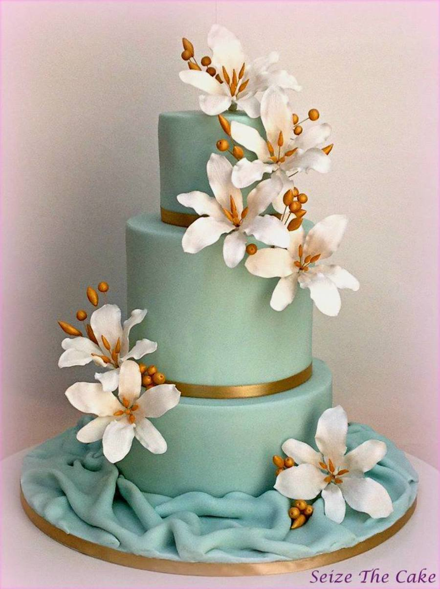 Wedding Cake With Sugar Lilies And Gold Details CakeCentralcom - Wedding Cake With Lilies
