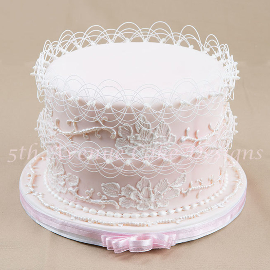 Modern Cake Decoration With Royal Icing : Wedding Cake Piped With Royal Icing - CakeCentral.com