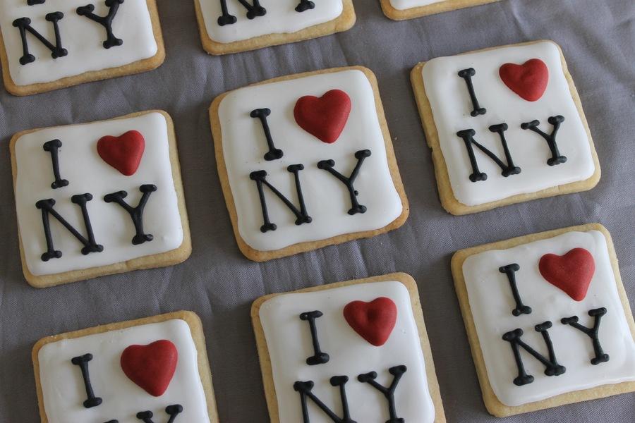 dk1jbv6lDy-i-love-nyc-sugar-cookies_900.jpg