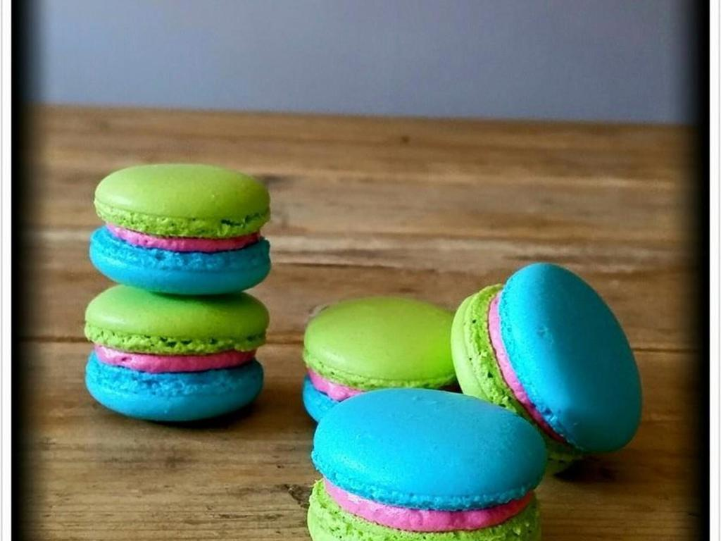 Green Blue Pink French Macarons Cakecentral Com