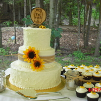 Sunflower Wedding The bride saw this on Pinterest and it was perfect for her sunflower themed wedding!