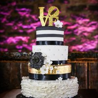 Wedding Cake Gold, white and black wedding cake