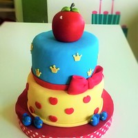 Snow White two tier cake, vainila with dulce de leche mouse filling