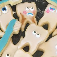 Thank You Cookies Fr The Dentist! Found an awesome Dentist and took the staff cookies. Had to add some cavities and root canals for fun!