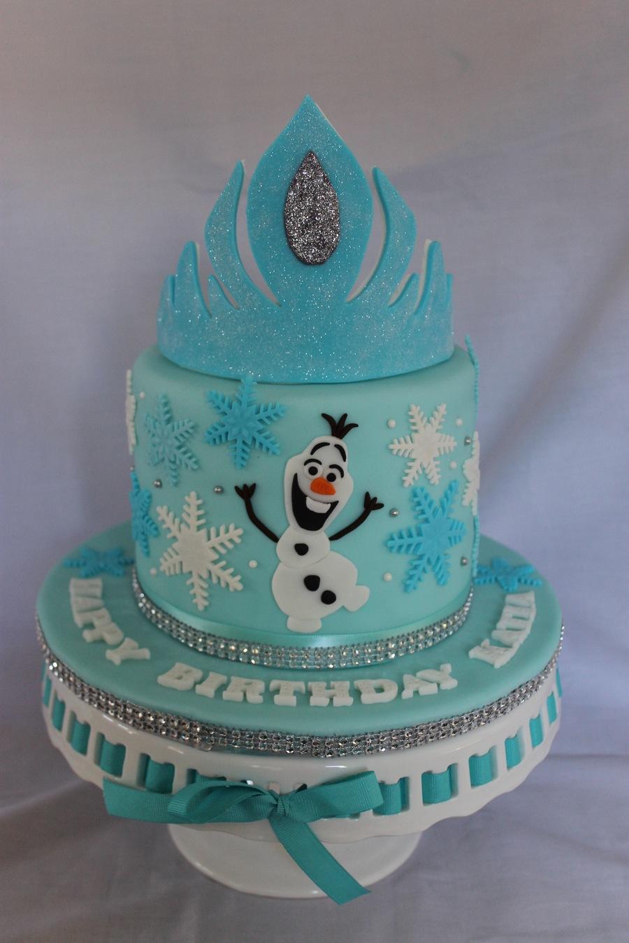 8EZ5wRRZRB-frozen-themed-birthday-cake_900.jpg