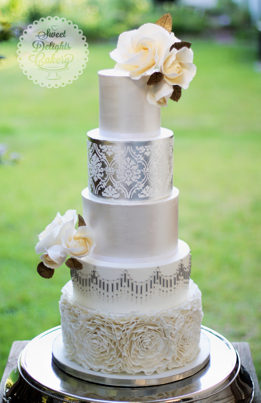 Classic Modern Silver Pearl Wedding Cake Cakecentral Com