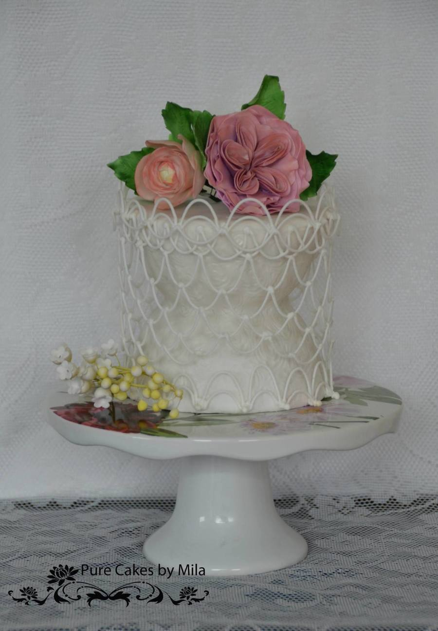 Dropstring & Sugarflowers on Cake Central