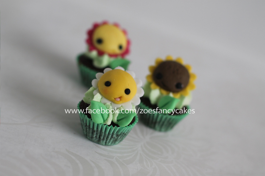 Mini Fondant Flower Cupcake Toppers! on Cake Central
