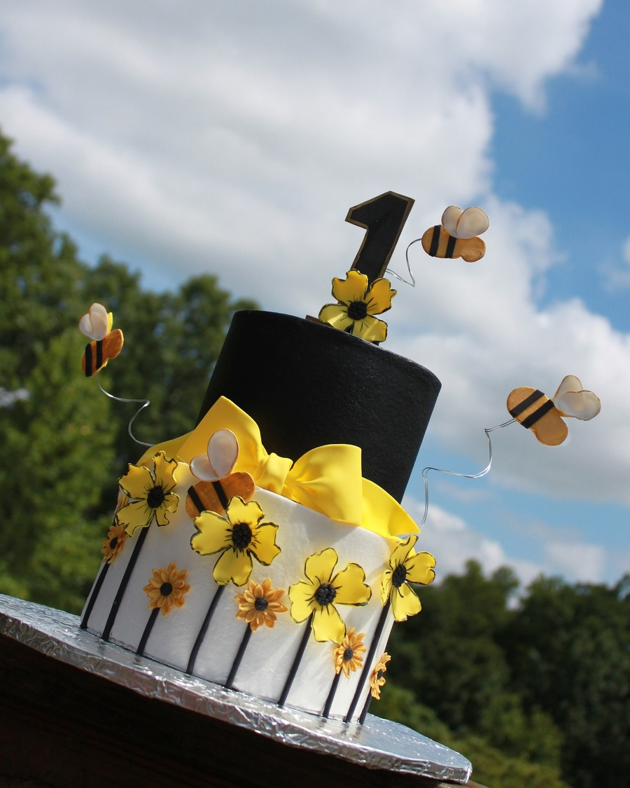 Stylish Bee Cake on Cake Central