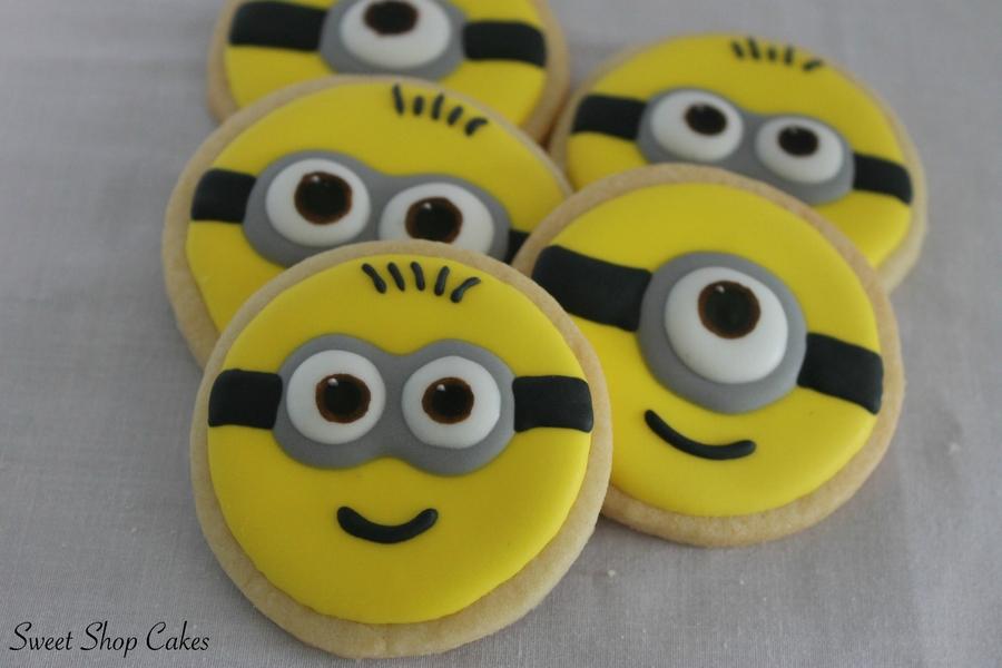 RpLLbCn24K-minion-sugar-cookies_900.jpg
