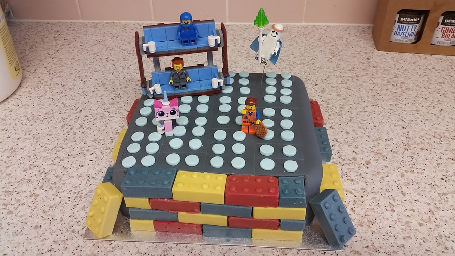 gVZDMmVIz8-lego-movie-cake_900.jpg