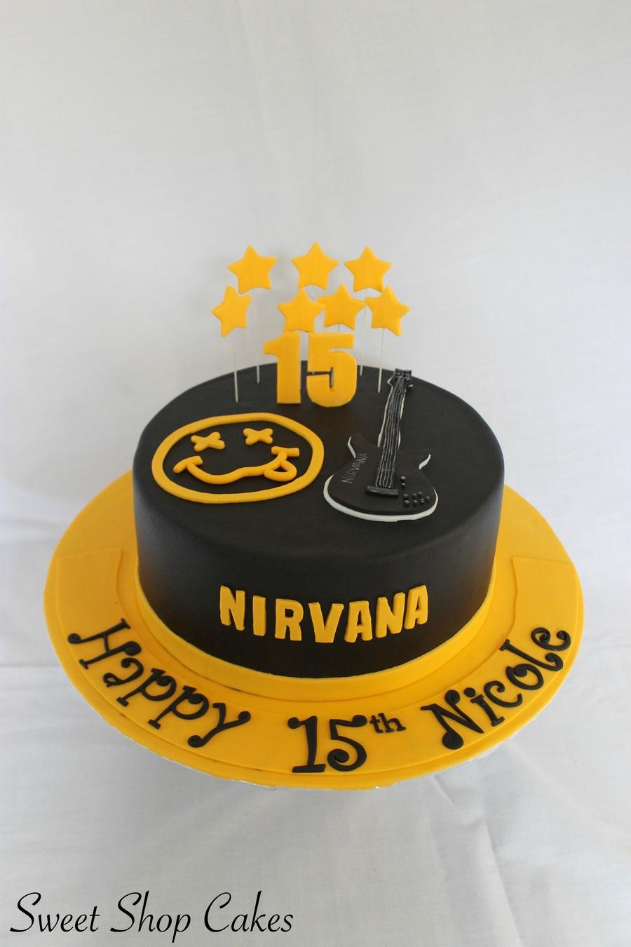 lNP3Wxsi5b-nirvana-birthday-cake_900.jpg