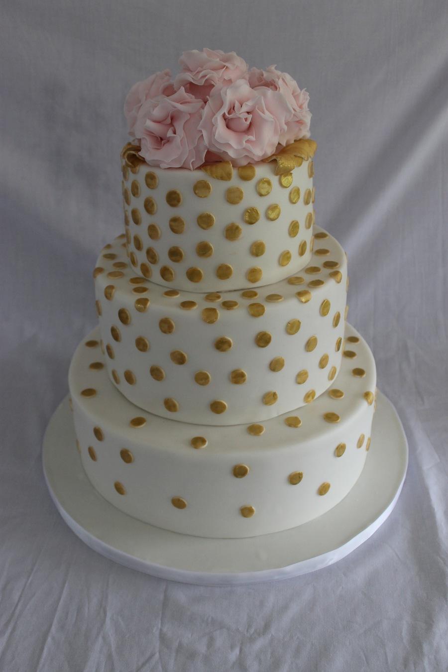 mVVJCFSjxJ-gold-polka-dot-wedding-cake_900.jpg