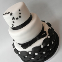 Black, White & Stars This cake I made for the birthday of a man. His desire, black, white and stars.