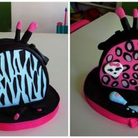 Monster High Cosmetic Bag vainilla cake with dulce de leche mousse filling. The birthday girl, can´t decided for one monster high !