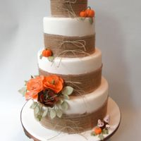 Fall Wedding Cake I am always so happy of wedding cakes in the fall, you too?