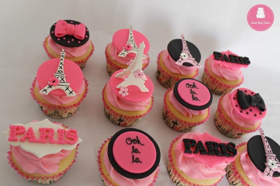2VFUkLjNWj-paris-themed-cupcakes_900.jpg