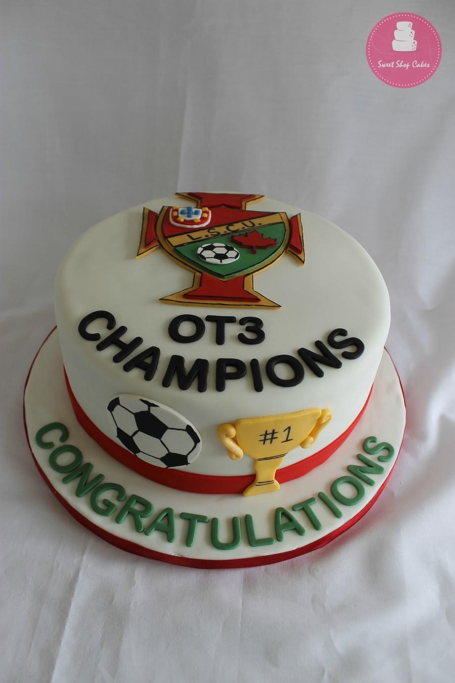 4CgJgnqK6a-soccer-champions-cake_900.jpg