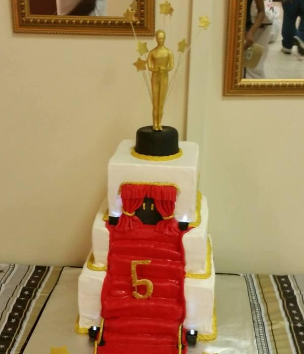 Red Carpet/ Oscar Awards - CakeCentral.com