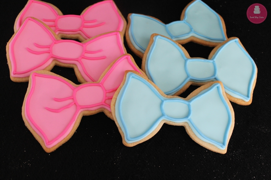 fYgpEPkr0Z-bowtie-and-hair-bow-sugar-cookies_900.jpg