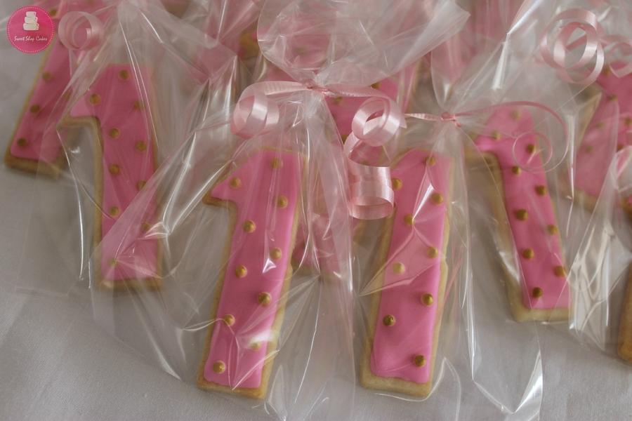 t9tz5EhiCF-number-one-sugar-cookies_900.jpg