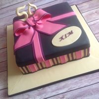 Present Cake. A gift box cake with the colour theme..
