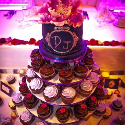 Elegant Wedding Cupcakes And Cake
