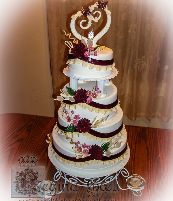 Winter Dahlias Wedding Cake