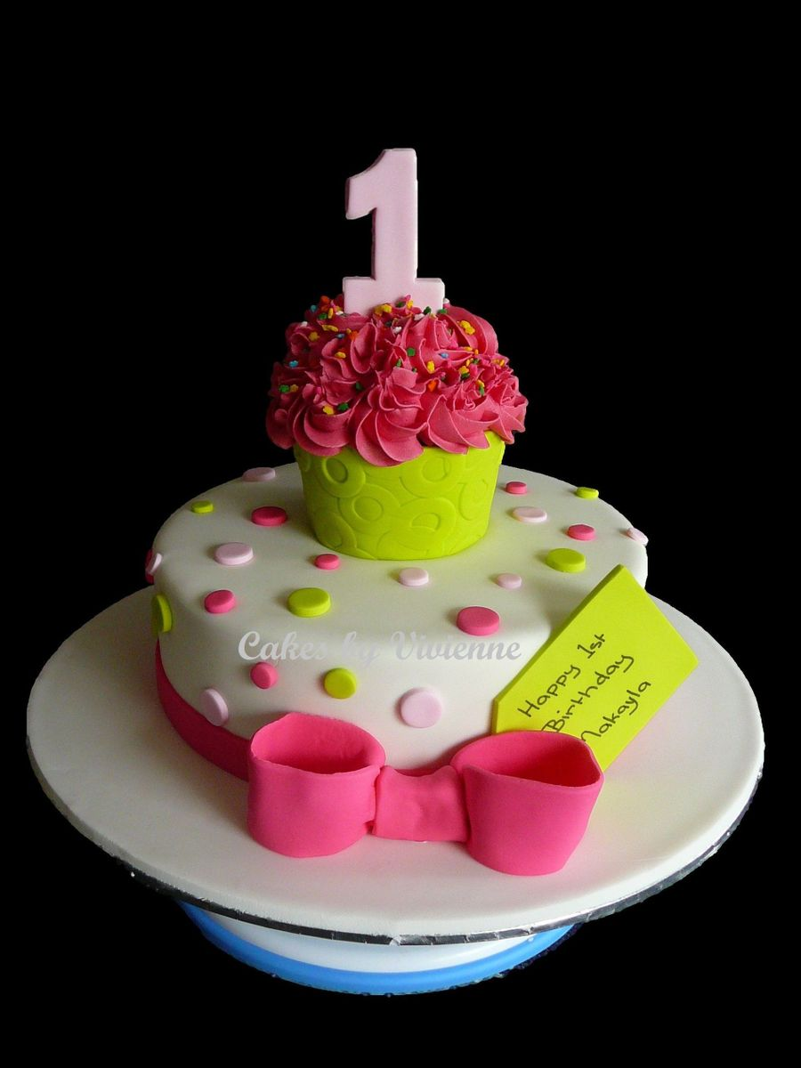 Cupcake And Bow 1st Birthday Cake Cakecentral Com