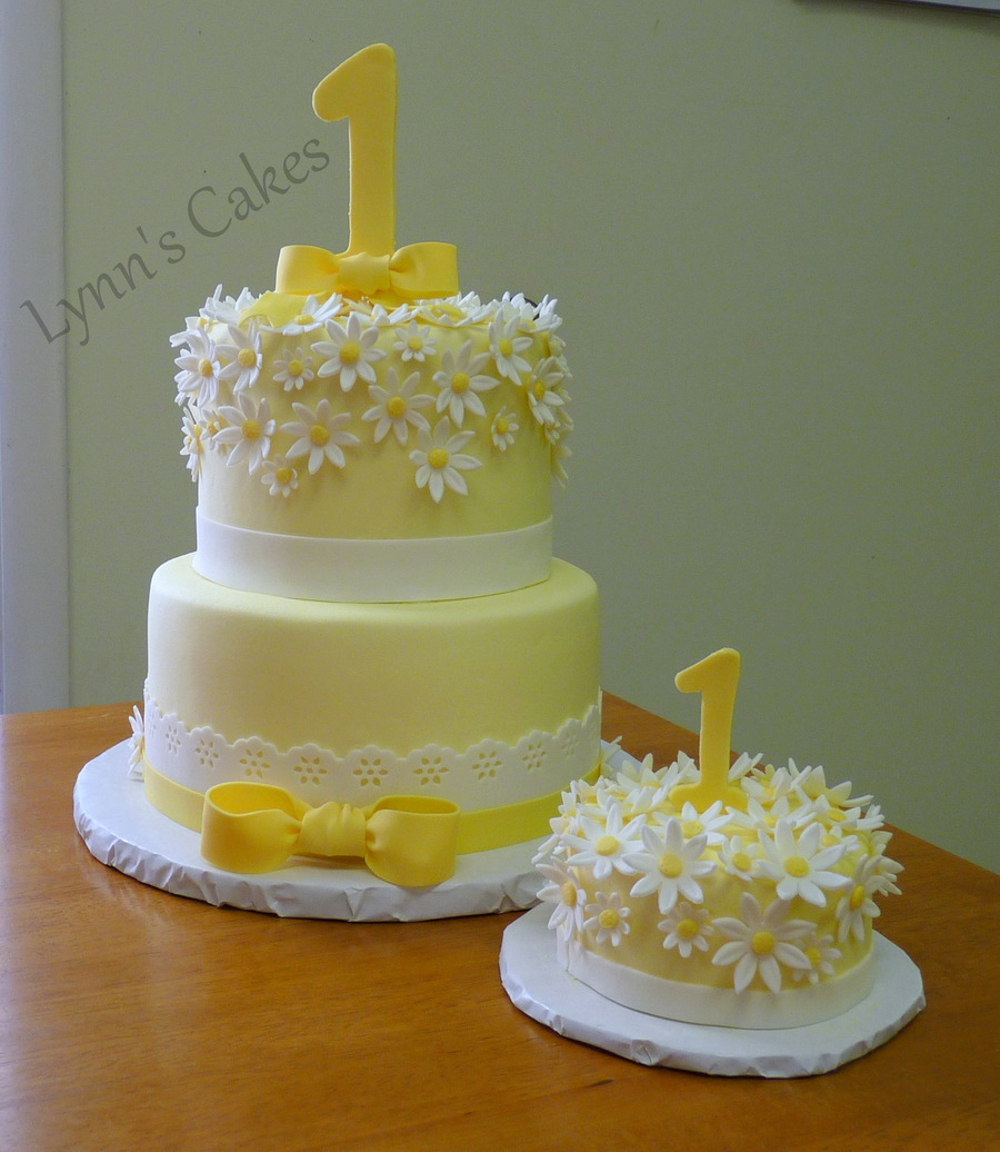 Happy Birthday Daisy Cake